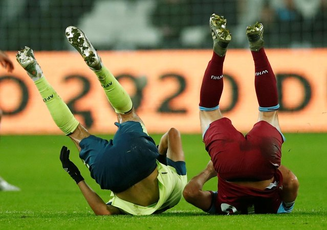 West Ham United's Mark Noble and Bournemouth's Dominic Solanke take a tumble during a match at London Stadium in London, Britain on January 1, 2020. (Photo by Eddie Keogh/Reuters)