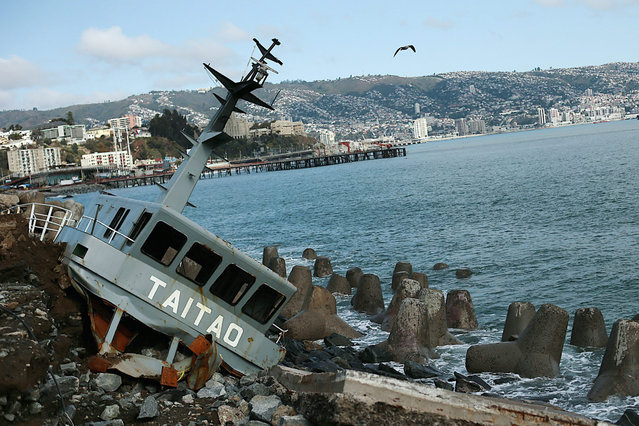 A ship which ran aground during a storm, in Valparaiso, Chile, 10 August 2015. The Chilean Government declared a state of emergency to tackle the situation triggered by a storm in the North of the country that has caused the deaths of at least six people. (Photo by Mario Ruiz/EPA)