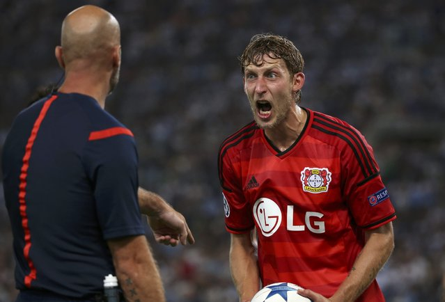 Bayer Leverkusen's Stefan Kiessling (R) reacts in front of a match official during their Champions League play-off soccer match against Lazio at the Olympic stadium in Rome, Italy August 18, 2015. (Photo by Alessandra Bianchi/Reuters)