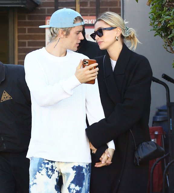 Justin Bieber displays his fresh clean shave during a lunch outing with Hailey Baldwin after deciding to ditch his controversial moustache in Los Angeles on Sunday, February 16, 2020. Bieber documented the process on social media, much to the delight of his fans. (Photo by Juliano-AZ/X17/SIPA Press)