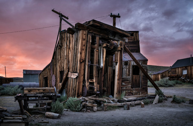 In the build-up to Halloween those hunting for a real-life ghost town need look no further than this haunting spot. Bodie, California, USA, – which requires special access to photograph at night – is one of the best preserved ghost towns in America, still featuring the abodes of the former miners who inhabited it more than 100 years ago. Renowned abandoned location photographer Matthew Christopher, 39, visited the site numerous times over the past 12 months, capturing the Milky Way glittering above the likes of ramshackle houses, clapped-out trucks, and stores that once served Bodies locals. The settlement was founded in 1859, following the discovery of gold in the hills east of the Sierra Nevada Mountains. Here: Bodie, California, a real-life ghost town. (Photo by Matthew Christopher/Caters News Agency)