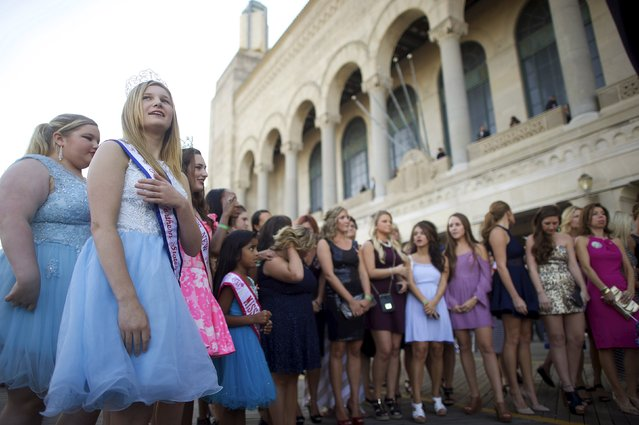 (L) Rachel Hansen, 14, the Northern States Junior Teen American Coed winner, gathers with a group of women for a television broadcast in front of Boardwalk Hall, the venue for the 95th Miss America Pageant that takes place tonight, in Atlantic City, New Jersey, September 13, 2015. (Photo by Mark Makela/Reuters)