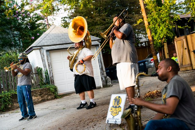 """Crush Funk Brass band performs a pop-up """"cabin-fever concert"""" on Belt Road in Washington, DC, USA, 08 September 2020. Tuba player Santo Buzzanca said the quartet's surprise, socially-distanced concert was to """"lift people's spirits in the community"""". (Photo by Jim Lo Scalzo/EPA/EFE)"""