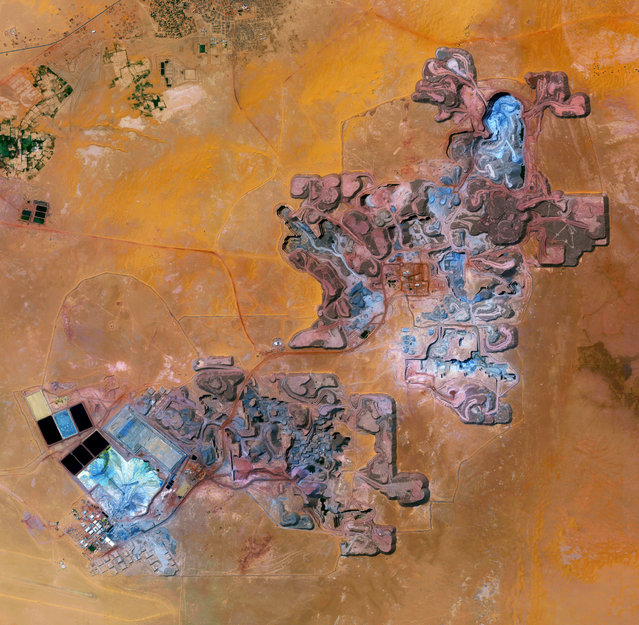 The Arlit uranium mine is located in Arlit, Niger. French nuclear power generation, as well as the French nuclear weapons programme, are both dependent on the uranium that is extracted from the mine – more than 3,400 tonnes per year. (Photo by Benjamin Grant/Penguin Random House)
