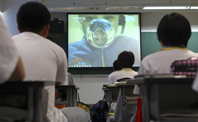 Students watch a live broadcast of a lecture given by Shenzhou-10 spacecraft astronauts on the Tiangong-1 space module, at a school in Beijing, on June 20, 2013. Chinese astronauts of the Shenzhou-10 spacecraft gave a lecture from the Tiangong-1 space module, some 340 km (211 mi) above the earth. According to Xinhua News Agency, more than 60 million students and teachers watched the live broadcast on television across the country. (Photo by Reuters/China Daily via The Atlantic)