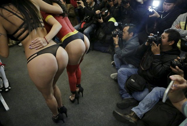 """A exotic dancer in body paint (C) and another dancer pose for the media during a news conference to promote the """"s*x and Entertainment Expo"""" adult exhibition at the Palacio de los Deportes in Mexico City, Mexico March 2, 2016. (Photo by Henry Romero/Reuters)"""
