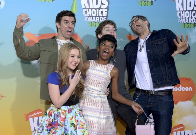 "The cast of ""Henry Danger"" arrives at Nickelodeon's Kids' Choice Awards in Inglewood, California March 12, 2016. (Photo by Phil McCarten/Reuters)"