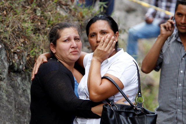 Women react after a crash between a bus and a truck on the outskirts of Tegucigalpa, Honduras, February 5, 2017. (Photo by Jorge Cabrera/Reuters)
