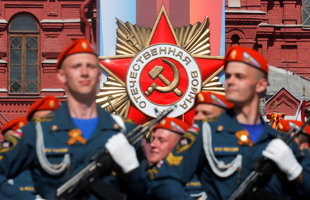 Russian servicemen march during a rehearsal for the Victory Day parade, which marks the anniversary of the victory over Nazi Germany in World War Two, in Red Square in central Moscow, Russia on May 7, 2019. (Photo by Maxim Shemetov/Reuters)