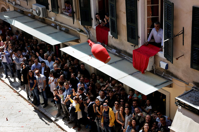 "People watch a clay pot thrown from a balcony during the Greek Orthodox Easter tradition of ""Botides"" on Holy Saturday marking the so-called ""First Resurrection"", on the island of Corfu, Greece, April 30, 2016. (Photo by Alkis Konstantinidis/Reuters)"