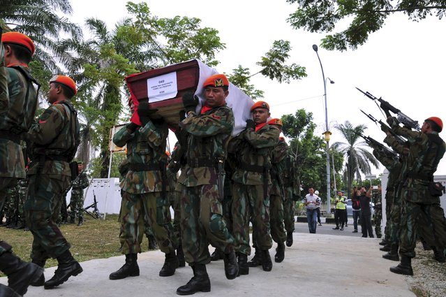 Members of the Indonesian Air Force carry the coffin of Sergeant Sugiyanto, who was killed in the crash of an Air Force transport plane in Medan, at a cemetery in Pekanbaru, Riau, Indonesia July 2, 2015 in this photo taken by Antara Foto. (Photo by F. B. Anggoro/Reuters/Antara Foto)