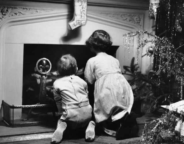 1950s: Two children waiting for Santa Claus