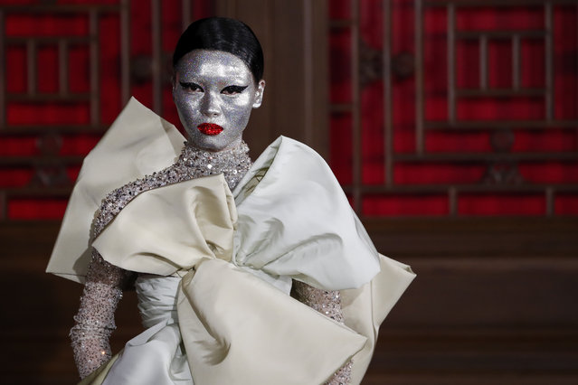 A model presents a creation from Valentino Haute Couture collection by designer Pierpaolo Piccioli during a fashion show at the Aman Summer Palace in Beijing, Thursday, November 7, 2019. (Photo by Andy Wong/AP Photo)