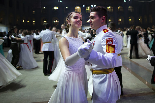Students of military schools dance during an annual ball in Moscow, Russia, Tuesday, December 17, 2019. More than 1,000 students from military schools travelled from all over Russia to Moscow to take part in the ball. (Photo by Alexander Zemlianichenko/AP Photo)