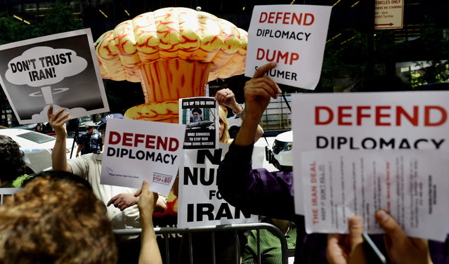 A group of people supporting different positions on the proposed nuclear deal between the United States and Iran gather in front of the offices of United States Senator Charles Schumer (Democrat-New York) in New York, New York, USA, 10 August 2015. Senator Schumer recently announced that he would not support the proposed deal with Iran, which will be tested by an upcoming vote in the US Senate. (Photo by Justin Lane/EPA)