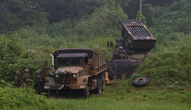 A South Korean army's Multiple Launch Rocket System (MLRS) (R) is deployed just south of the demilitarized zone separating the two Koreas in Yeoncheon, South Korea, August 23, 2015. (Photo by Lim Byung-sik/Reuters/Yonhap)