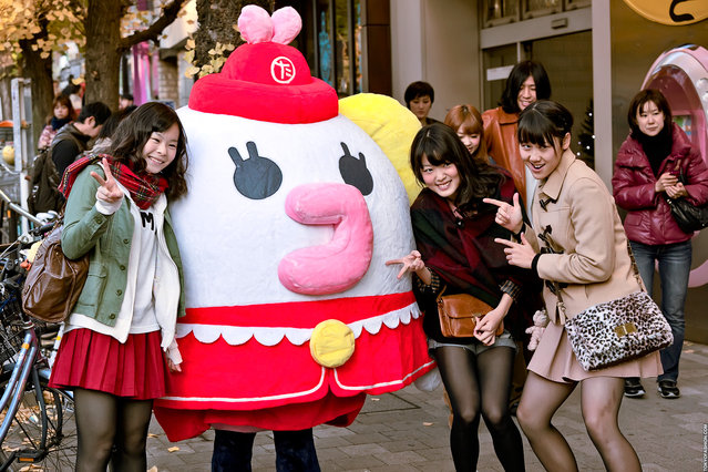 People posing with a life-sized Tamagotchi outside of the TamaDepa store at the top of Takeshita Dori in Harajuku. (Tokyo Fashion)