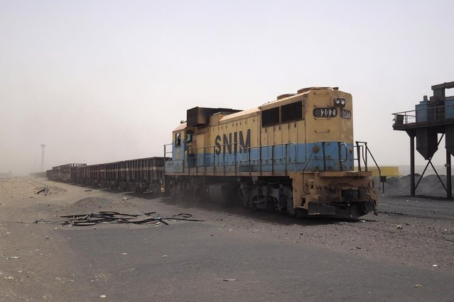 A SNIM freight train moves to collect iron ore at the Guelb mine site in Zouerate June 24, 2014. (Photo by Joe Penney/Reuters)
