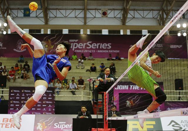 Sepak Takraw, ISTAF Super Series Finals Thailand 2014/2015, Nakhon Pathom Municipal Gymnasium, Huyjorake Maung, Nakonprathom, Thailand on October 21, 2015: Thailand's Sasiwimol Janthasit in action with Myanmar's Kay Zin Htut during the group stage match. (Photo by Asia Sports Ventures/Action Images via Reuters)