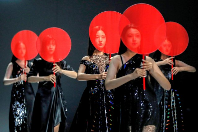 Models present creations from the SGM ART MOUSE JI during the China Fashion Week in Beijing, China, 25 October 2020. The fashion event runs from 24 October to 01 November. (Photo by Wu Hong/EPA/EFE)