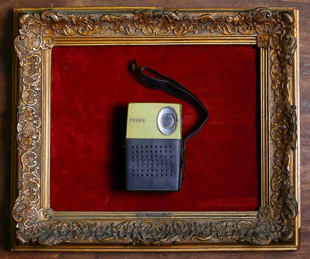A transistor radio is displayed in an old frame in the Museum of Domenico Agostinelli in Dragona, near Rome October 30, 2014. (Photo by Tony Gentile/Reuters)