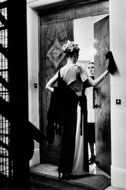 16th Arrondissement. (Photo by Helmut Newton)