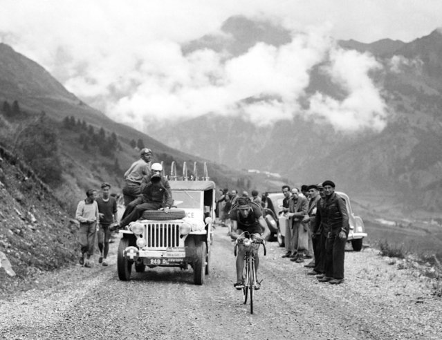 """This file photo taken on July 18, 1949 shows Swiss rider Ferdinand """"Ferdi"""" Kubler riding uphill during a breakaway in the 16th stage of the Tour de France between Cannes and Brian on on July 18, 1949. Swiss rider Ferdinand """"Ferdi"""" Kubler, 97, passed away on December 30, 2016. (Photo by AFP Photo)"""