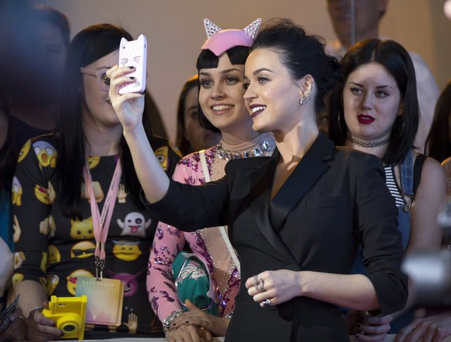 "Singer Katy Perry takes a selfie with a fan at the premiere screening of ""Katy Perry: The Prismatic World Tour"" in Los Angeles, California March 26, 2015. (Photo by Mario Anzuoni/Reuters)"