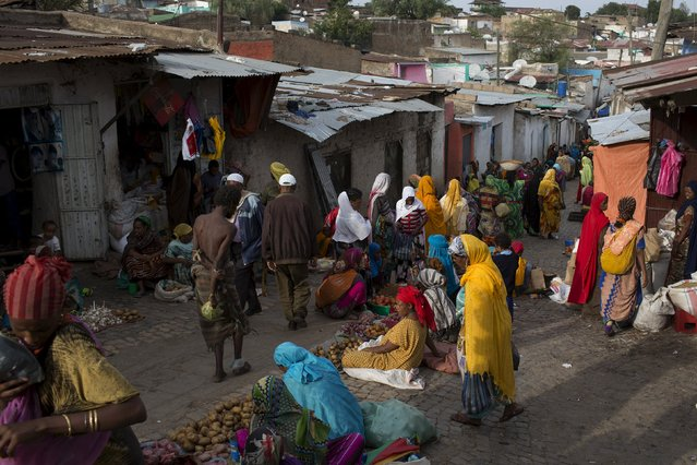 People walk through a spice and vegetable market in the old walled town of Harar in eastern Ethiopia, May 20, 2015. (Photo by Siegfried Modola/Reuters)