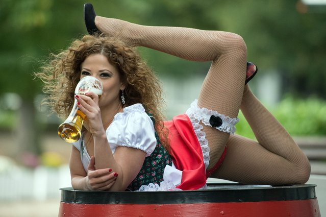 Manuelle aka the Snake Woman poses for photographs with a beer as she promotes the fnnual Beer Festival Oktoberfest in Cologne, Germany on September 22, 2014. (Photo by Federico Gambarini/EPA/EFE/Rex Features/Shutterstock)