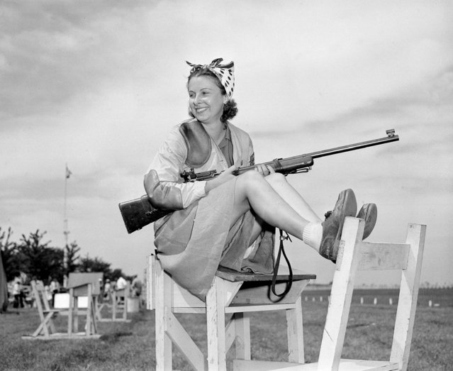 Doris Dean of Chicago, Ill., sits with her gun shortly after she won a 50 meter, 40-shot event for women with a perfect 400 score at the National Rifle Association (NRA) matches at Camp Perry, near Toledo, Ohio, September 7, 1941. (Photo by AP Photo/DW)