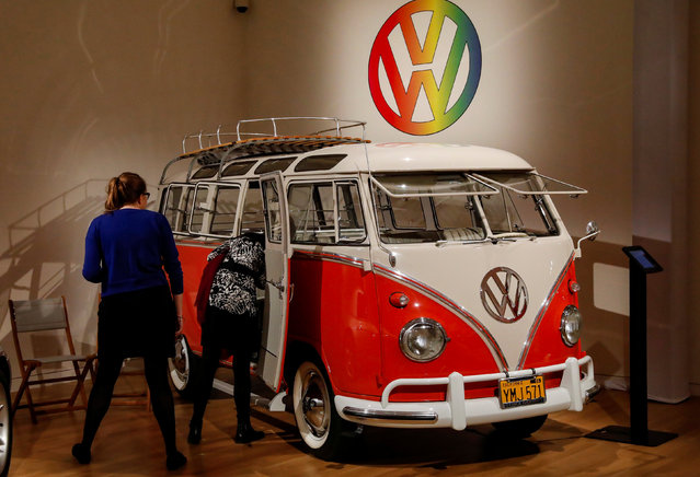 """Guests looks at a 1960 Volkswagen Deluxe """"23-Window"""" Microbus displayed during a media preview for the """"RM Sotheby's Icons"""" sale at Sotheby's in New York, U.S., November 30, 2017. (Photo by Brendan McDermid/Reuters)"""