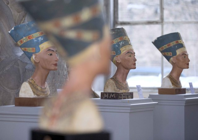 A new replica (front) and old replicas of the Nefertiti bust, stand in the Replica Workshop of the National Museum of Berlin in Berlin, October 2, 2015. (Photo by Axel Schmidt/Reuters)