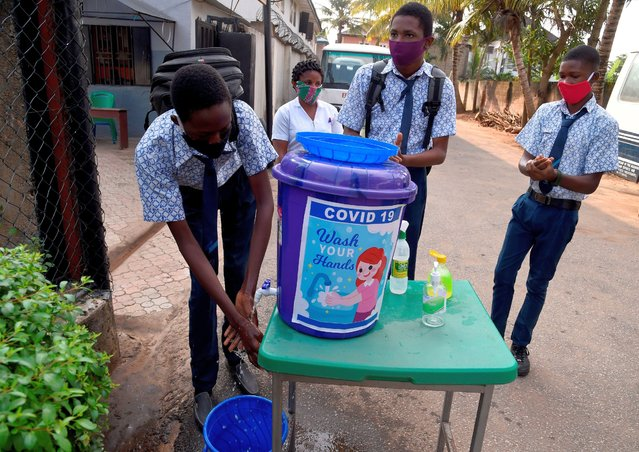 A student sanitizes his hands on resumption of studies at Access International Schools, in Magboro, Ogun State, southwest Nigeria, on August 4, 2020. Secondary schools across the country have reopened for studies following partial removal of suspension by the government as a result of novel coronavirus (COVID-19) pandemic to allow only the exit classes, especially students preparing to write the West African Examination Council (WAEC) examinations which is scheduled to start on August 17, 2020. (Photo by Pius Utomi Ekpei/AFP Photo)