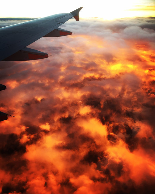 Amazing sunset over Melbourne, Australia on September 24, 2016. A plane passenger captured this out-of-this-world image of what looks like the sky on fire above an Australian city. The stunning photograph was taken over Melbourne, Australia, last week and shows the wing of the plane and what looks like a volcanic scene erupting below. In fact the fire is just an effect created by a sunset which has turned the clouds and sky below the aircraft into a molten shimmering sea. Penny Bowman, from Melbourne, Victoria, took the amazing photograph. (Photo by Penny Bowman/Caters News)