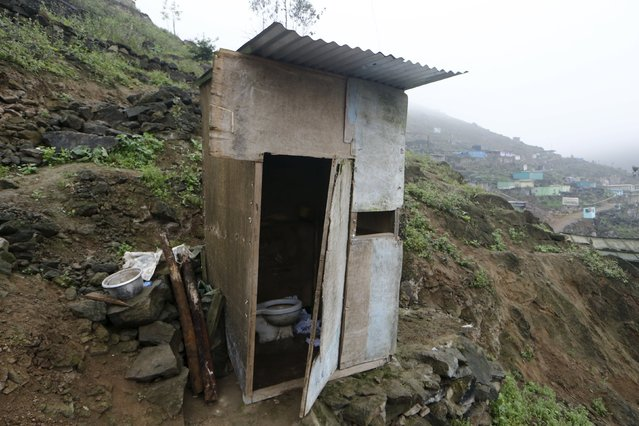 A toilet stands outside the Llamocca family home at Villa Lourdes in Villa Maria del Triunfo on the outskirts of Lima, Peru, October 7, 2015. There is no running water in Villa Lourdes and families buy it from water tankers once a week. (Photo by Mariana Bazo/Reuters)