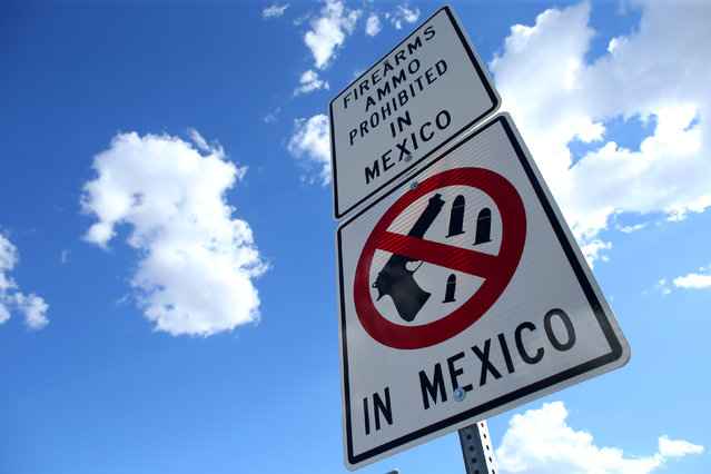 A sign warning drivers that firearms and ammunition are prohibited in Mexico is seen at the U.S.-Mexico border in Nogales, Arizona, United States, October 9, 2016. (Photo by Mike Blake/Reuters)