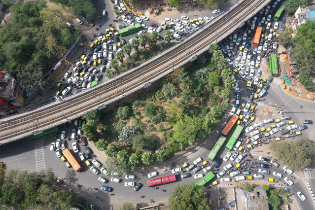 This aerial picture taken on March 25, 2021 shows a congested roundabout in New Delhi, as India recorded more than 50,000 new coronavirus cases for the first time since November while a new wave of infections takes hold a year after one of the world's tightest Covid-19 lockdowns was imposed. (Photo by Prakash Singh/AFP Photo)