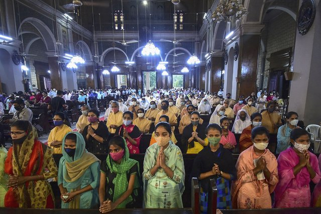 Christian devotees take part in a prayer mass at St. Joseph's Cathedral on the eve of Good Friday, in Allahabad on April 1, 2021. (Photo by Sanjay Kanojia/AFP Photo)