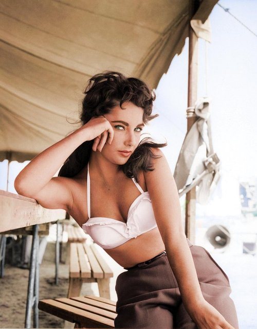 "Elizabeth Taylor – film ""Giant"" (1956). Colorized by malakon on Reddit. (Photo by Frank Worth Photo)"