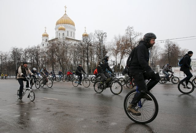 People take part in the so-called winter bicycle parade on an embankment of the Moskva river, with the Cathedral of Christ the Saviour seen in the background, in central Moscow, Russia, January 9, 2016. (Photo by Maxim Zmeyev/Reuters)