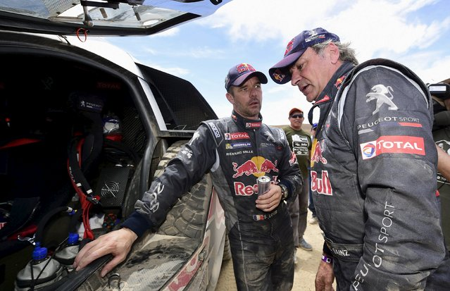 Peugeot drivers Sebastien Loeb of France and Carlos Sainz of Spain talk at the end of the sixth stage in the Dakar Rally 2016 near Uyuni, Bolivia, January 8, 2016. (Photo by Frank Fife/Reuters)
