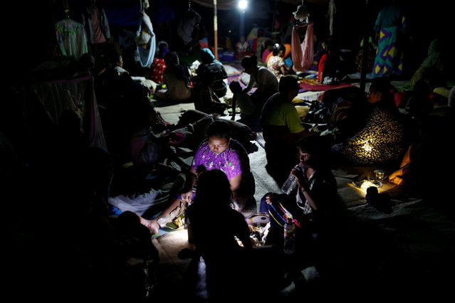 People prepare to spend the night in a makeshift outdoor shelter following a strong earthquake near Meureudu, Pidie Jaya, Aceh province, Indonesia December 8, 2016. (Photo by Darren Whiteside/Reuters)
