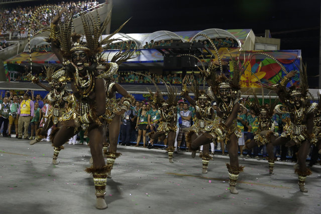 Revellers of the Mangueira samba school perform during the carnival parade at the Sambadrome in Rio de Janeiro February 9, 2016. (Photo by Pilar Olivares/Reuters)