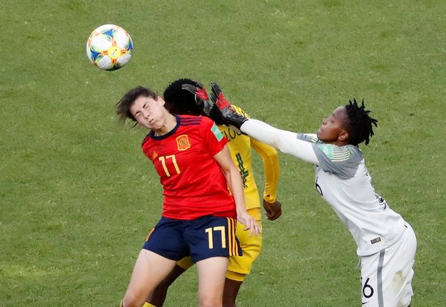 Spain's Lucia Garcia in action with South Africa's Andile Dlamini  during the 2019 FIFA Women's World Cup France group B match between Spain and South Africa at Stade Oceane on June 08, 2019 in Le Havre, France. (Photo by Bernadett Szabo/Reuters)