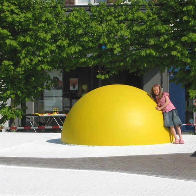 Art Eggcident By Henk Hofstra