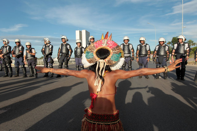 Indigenous people from different Brazilian tribes protest in Brasilia, Brazil, 27 April 2017. In addition to demanding faster demarcation of indigenous lands, the protesters also expressed their rejection against a bill that the Congress is processing, which proposes to alter the regulations that govern the delimitation of those territories. (Photo by Joédson Alves/EPA)