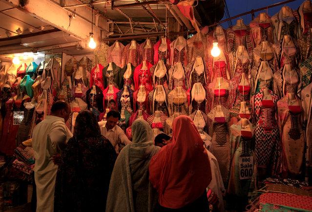 People shop for clothing ahead of Ramadan in Rawalpindi, Pakistan, June 1, 2016. (Photo by Faisal Mahmood/Reuters)