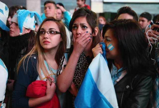 Argentine soccer fans react while watching a television broadcast as time runs out against Germany during the World Cup final on July 13, 2014 in Buenos Aires, Argentina. (Photo by Joe Raedle/Getty Images)