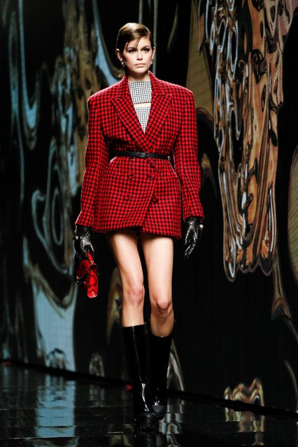 Model Kaia Gerber presents a creation from the Versace Autumn/Winter 2020 collection during the Milan Fashion Week in Milan, Italy, February 21, 2020. (Photo by Alessandro Garofalo/Reuters)